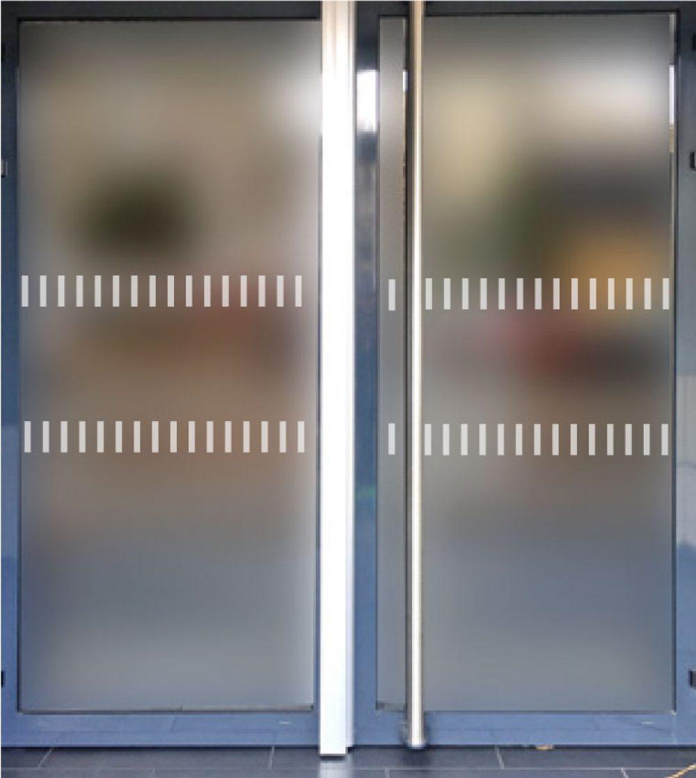 parois vitrées situées sur les cheminements ou en bordure